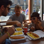 mangiando fish and chips a Edimburgo, Scozia