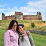 io e mia sorella al Castello di Tantallon, Scozia