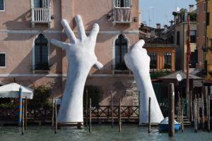 Ca' Sagredo Venezia e le mani di Quinn