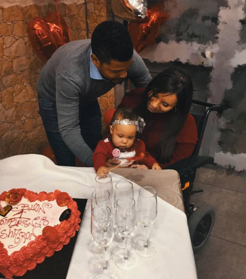 Sharon al suo primo compleanno con Mariangela e Tiago
